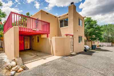 Santa Fe Condo/Townhouse For Sale: 947 Agua Fria #H
