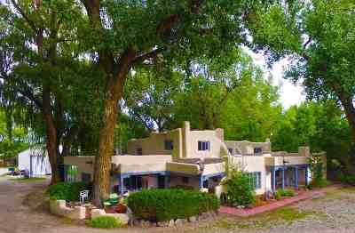 Single Family Home For Sale: 450b La Posta