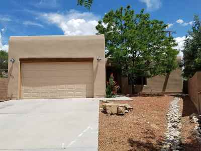 Santa Fe Single Family Home For Sale: 450 Calle Redondo