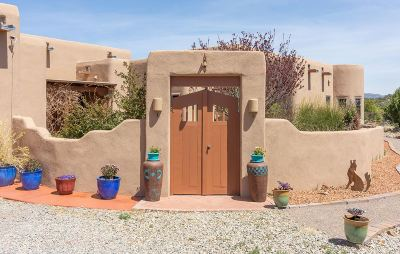 Single Family Home For Sale: 4 Vista De Jemez