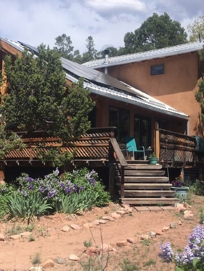 Santa Fe County Single Family Home For Sale: 96 Old Canoncito Road