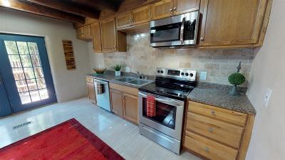 Single Family Home For Sale: 212 Gonzales
