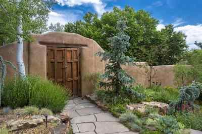 Santa Fe Single Family Home For Sale: 586 Camino Del Monte Sol