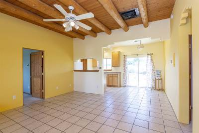 Santa Fe County Single Family Home For Sale: 10 Floresta Dr.