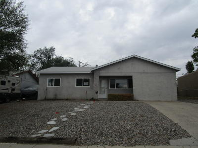 Single Family Home For Sale: 3805 Highland View Drive
