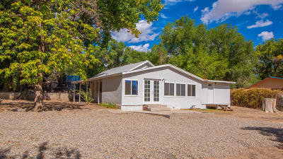 Farmington Single Family Home For Sale: 9 Road 5778