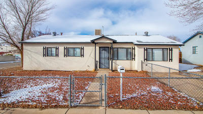 Farmington NM Single Family Home For Sale: $158,000