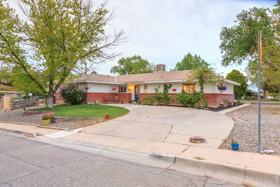 Single Family Home For Sale: 3800 N Sunset Avenue