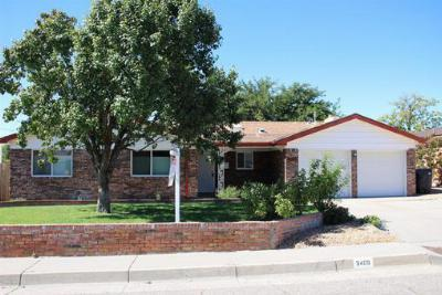 Single Family Home : 3405 Reina Drive NE