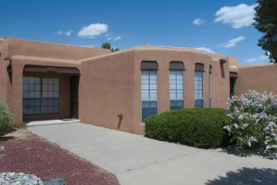 Attached For Sale: 5 Sandia Trail South