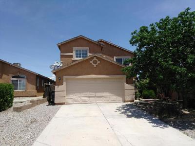 Rio Rancho Single Family Home Active Under Contract - Bank O: 6981 Merlot Drive NE