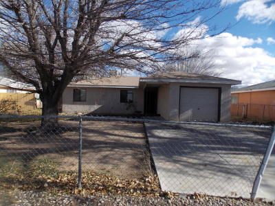 Los Lunas NM Single Family Home For Sale: $101,000