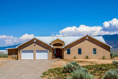 Valencia County Single Family Home For Sale: 15 Mora Drive
