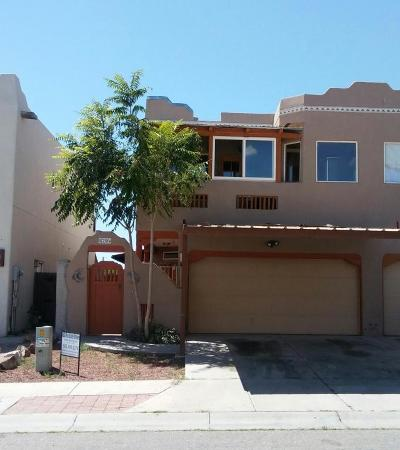 Albuquerque Attached For Sale: 5204 Chris Court NW