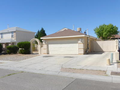 Albuquerque NM Single Family Home For Sale: $138,000