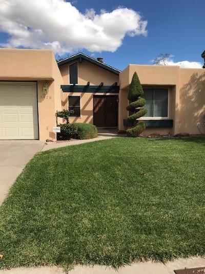 Single Family Home For Sale: 5420 Royal Drive NE