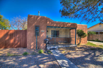 Albuquerque Single Family Home For Sale: 422 Chacoma Place SW