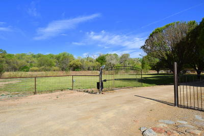 Valencia County Single Family Home For Sale: 270 Sutton Lane