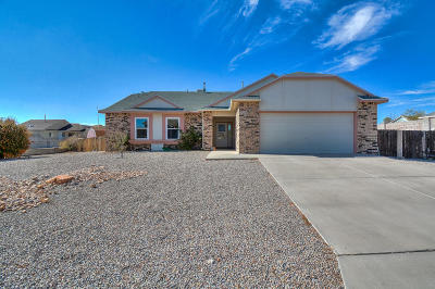 Rio Rancho Single Family Home For Sale: 7408 Mackenzie Drive NE