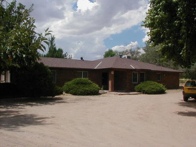Valencia County Single Family Home For Sale: 99 Square Deal Road