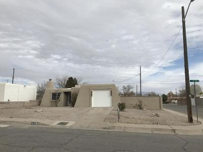 Albuquerque Single Family Home For Sale: 428 62nd Street SW