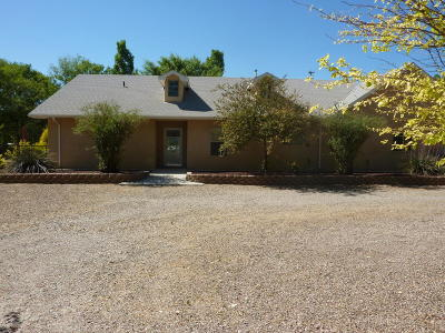 Valencia County Single Family Home For Sale: 5 Chad Road NE