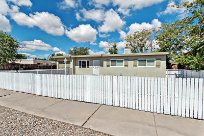 Albuquerque NM Single Family Home For Sale: $124,000