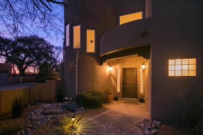 Albuquerque Single Family Home For Sale: 1654 Rancho Guadalupe Trail NW
