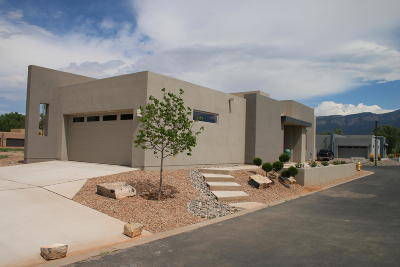 Bernalillo Single Family Home For Sale: 900 Paseo Los Coyotes
