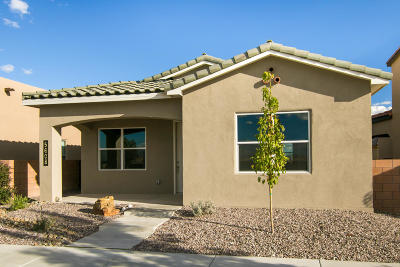 Albuquerque Single Family Home For Sale: 5608 Arbus Drive SE