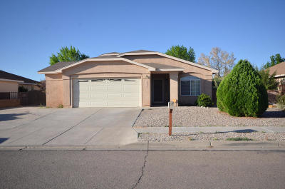 Los Lunas NM Single Family Home Active Under Contract - Short : $175,000