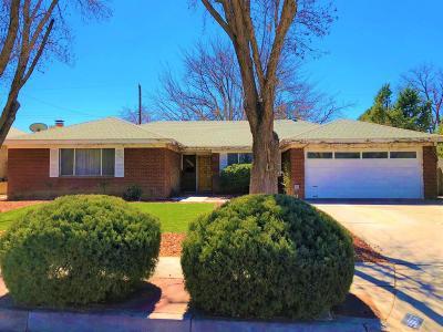 Albuquerque NM Single Family Home For Sale: $216,000