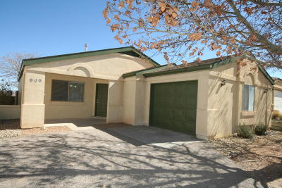 Rio Rancho Single Family Home For Sale: 909 Charles Drive NE