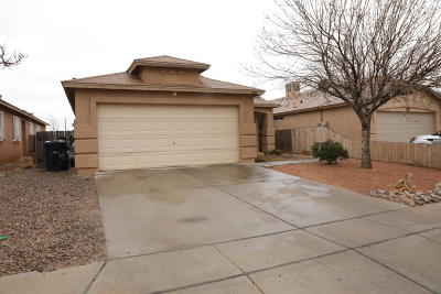 Albuquerque Single Family Home For Sale: 452 Cactus Point Drive SW