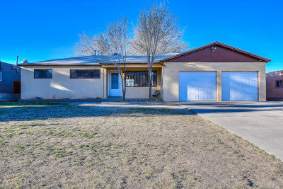 Albuquerque Single Family Home For Sale: 11108 Snowheights Boulevard NE