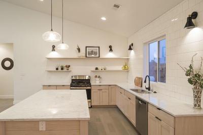 Tijeras, Cedar Crest, Sandia Park, Edgewood, Moriarty, Stanley Single Family Home For Sale: 10 Vega