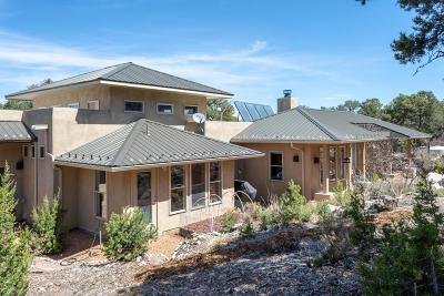 Tijeras, Cedar Crest, Sandia Park, Edgewood, Moriarty, Stanley Single Family Home For Sale: 64 Woodlands Drive