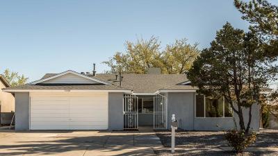Single Family Home For Sale: 7000 Welton Drive NE