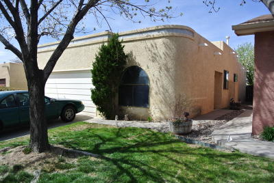 Albuquerque NM Single Family Home For Sale: $140,000