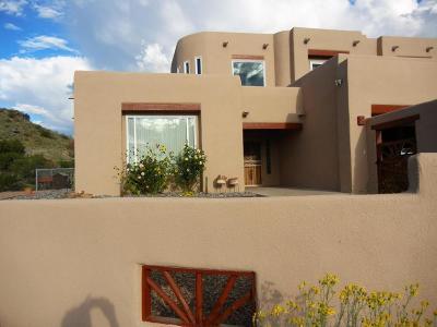 Albuquerque Single Family Home For Sale: 17 Golden Hills Drive SE