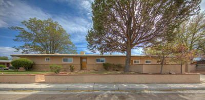 Albuquerque Single Family Home For Sale: 7204 Summer Avenue NE