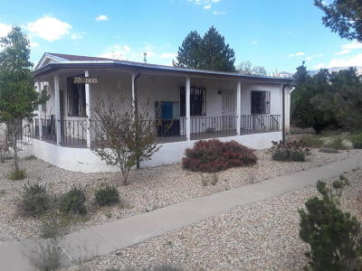Albuquerque NM Single Family Home For Sale: $220,000