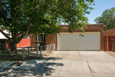 Albuquerque Single Family Home For Sale: 1329 La Poblana Road NW