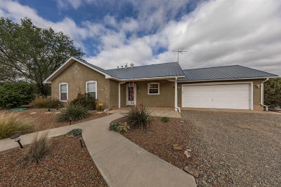 Tijeras, Cedar Crest, Sandia Park, Edgewood, Moriarty, Stanley Single Family Home For Sale: 3 Scrivner Road