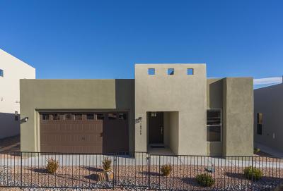Bernalillo Single Family Home For Sale: 1062 Contabella Lane