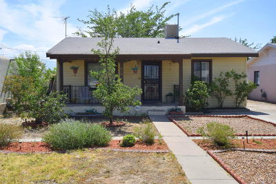Single Family Home For Sale: 832 Palomas Drive SE