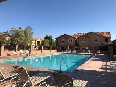 Albuquerque Attached For Sale: 601 Menaul Boulevard NE #UNIT 240