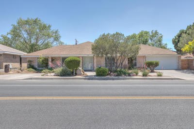Albuquerque Single Family Home For Sale: 7624 Osuna Road NE