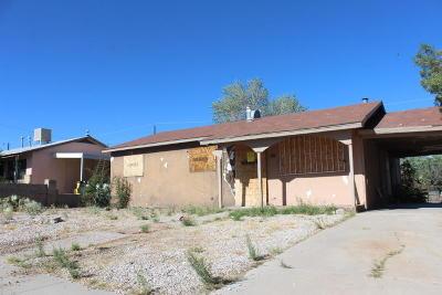 Albuquerque Single Family Home For Sale: 424 67th Street SW