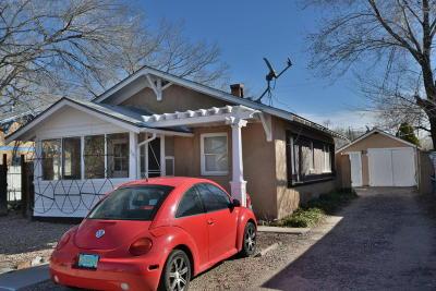 Albuquerque Multi Family Home For Sale: 220 Stanford Drive SE